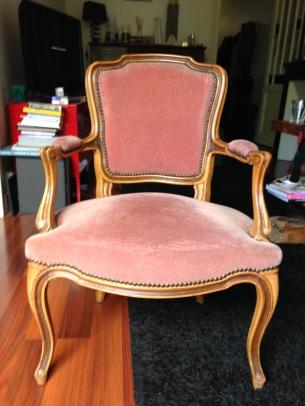 diy project retaper le fauteuil de mamie pour lui donner une 2 me vie mood in my mind. Black Bedroom Furniture Sets. Home Design Ideas
